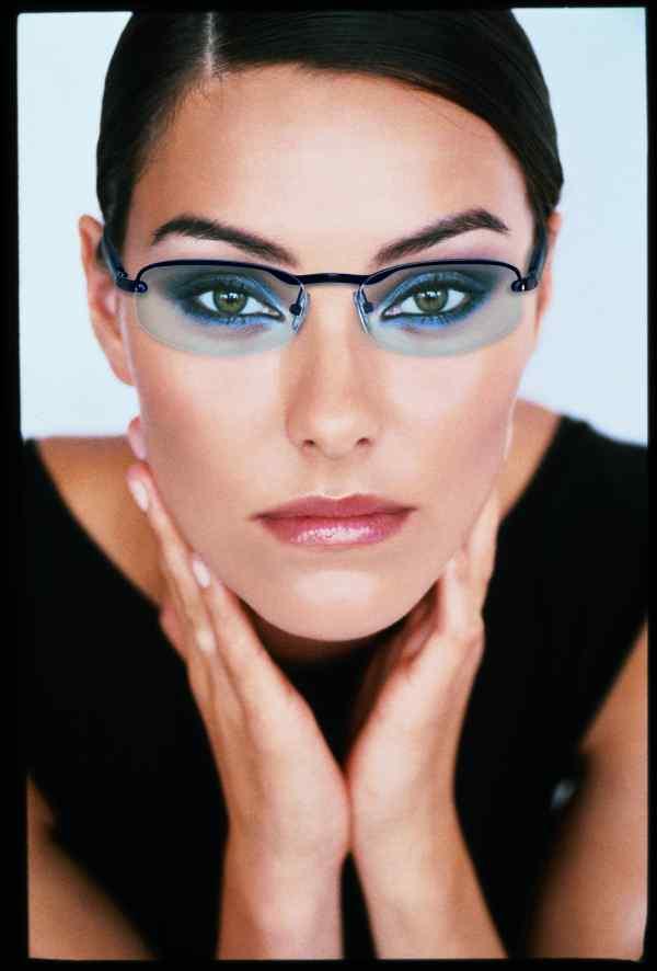 Egy jól választott szemüveg egyszerre kényelmes és öltözteti is az arcot