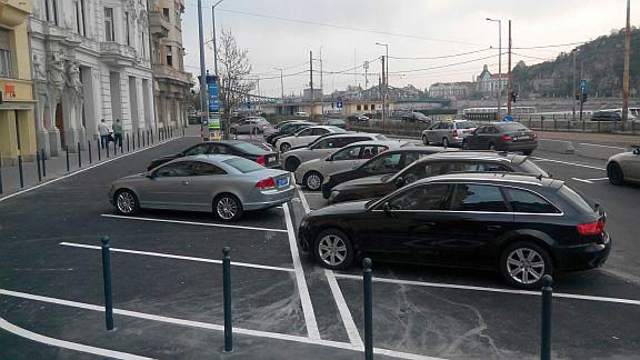 STYLE OPTIKA parkolási lehetőség